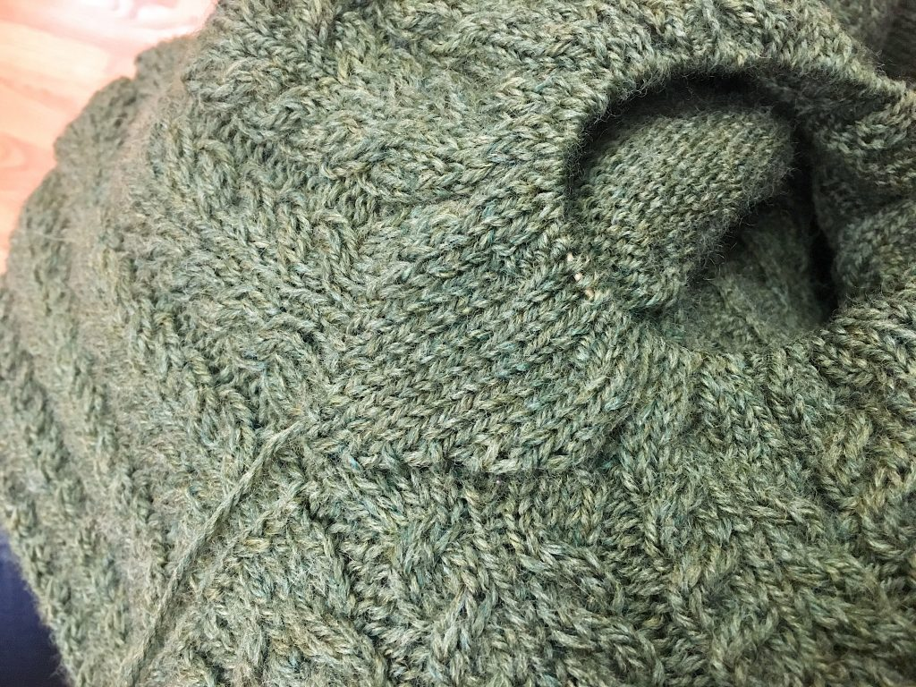 knitting gussets add stretch to fabric and is good for areas that are typically tight such as across the arch of a sock or the underarms of a sweater.  #knitting #gussets #knittinggussets #handknitsweater #slowfashion #makeclothes #handknit #knitter #handknitsocks #shpuldergusstes #Oliveknits #januarygansey